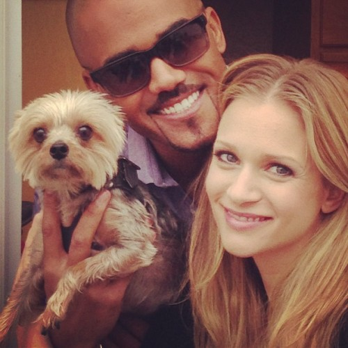 "@shemarmoore: AJ Cook aka ""Agent Jennifer Jareau"" @ajcookofficial (Twitter) and her lil poochy ""Zara""… Random photo shoots at work.. Fun last day at the Studio for season 8 of Criminal Minds.."