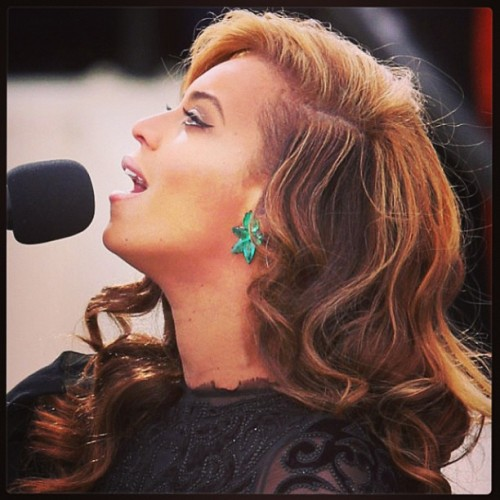 This photo of #Beyonce will be photoshopped in about 5…4…3…2… #inaug2013 #straightfromthea