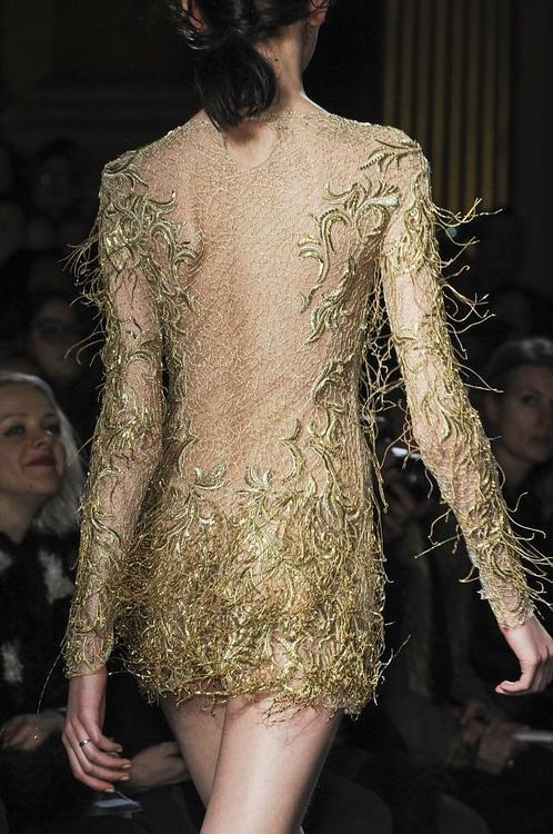 notordinaryfashion:  Julien Macdonald - Detail
