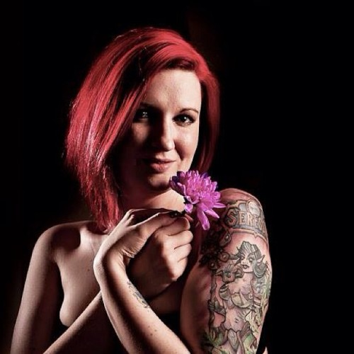Seressa holding a flower #instagood #instalike #beauty #bestoftheday #redhair #chrysanthemum #flower #tattoo #alternative #lowkey #cute