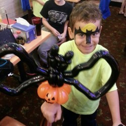 #balloonanimals with #ytetampa for #Halloween #fun #bat #pumpkin #Thursday (at Your Total Entertainment)