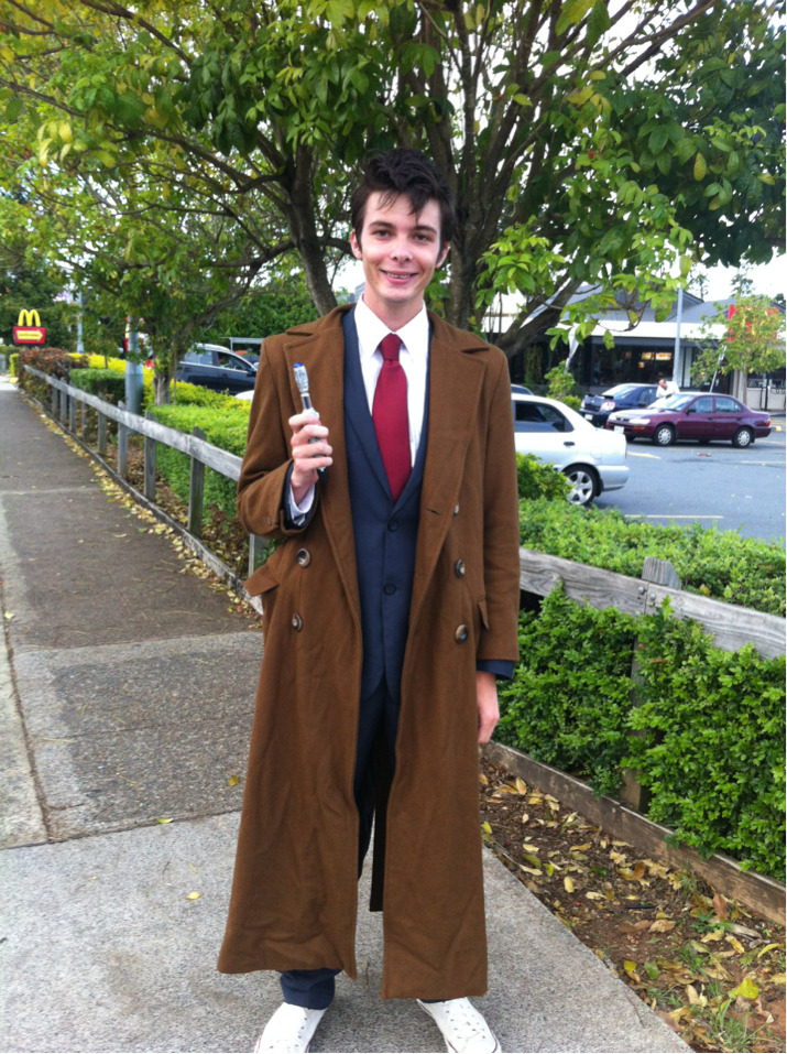 When you see someone cosplaying the Tenth Doctor, you can't just not follow them until you catch up and tell them they're beautiful, right?