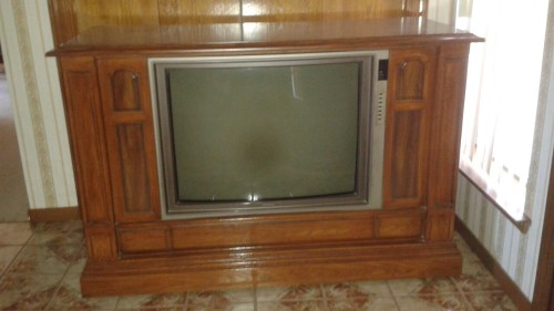 The old TV at fiancee's grandparents'.
