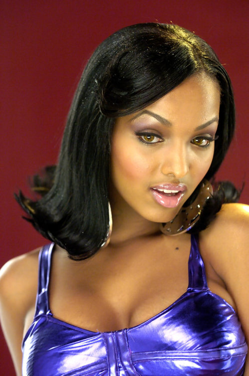 "Old photo of Lola Monroe on the set of Twista's ""Give it Up"" video shoot."
