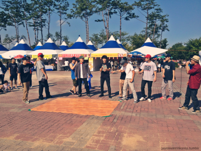 Bboy guys in Gwanju. One looked like a tiny Rain, and took his shirt off heheh ;P