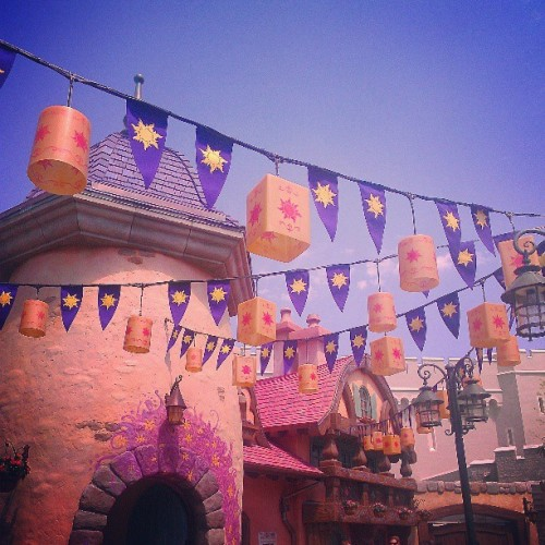 In love with the new #Tangled section at the #magickingdom!! #disney #disneyworld #wdw #waltdisneyworld #fantasyland (at Magic Kingdom® Park)