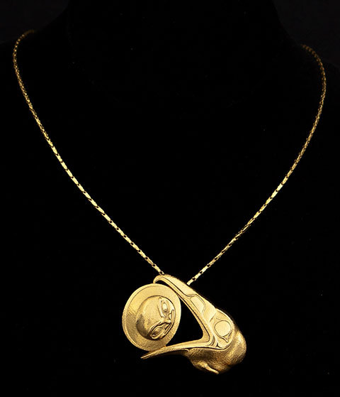 mylittlehyena:  fyeahindigenousfashion:  Raven Stealing the Moon gold pendant, Rick Adkins (Haida)  That is beautiful.  I think I saw some of his work spotlighted at the Museum of Anthropology at UBC. Gorgeous.