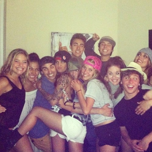 str0mwick:  kelsilynn:  My fam!!  Keaton is sO FADED IM LAFFIN
