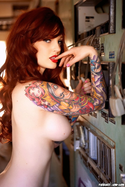 southerncharmm:  ridiculouslybeautifulreborn:  Vanessa Lake  How is she PERFECT