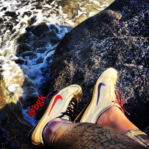 PEACEFUL 🌊🌊🌊🌊🌊 #wearsmike #shewearsmikes #snkerdiva #kicks4eva #sneakerhead #sneakerheads #igsneakers #nike #igsneakercommunity #igsneakerheads #sneakers  #complexkicks #wdywt #todayskicks  #homf #fly_kicks  #a1kicks #feetheat #nicekicks #kicks #kicksonfire #kicks0l0gy #soleonfire #shoeporn #trustedkicks #rare_footage #walklikeus
