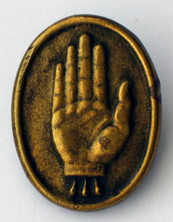 black-hands:  36 Ulster Devision badge. Found here.