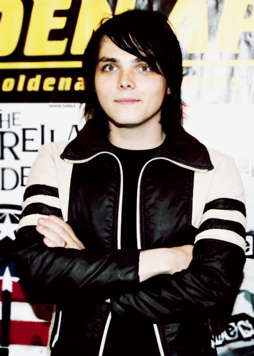 inkiero:  [21/30] pictures of Gerard Way