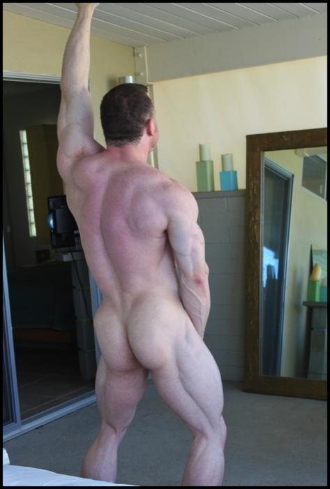 freshron:  men2love:  Arousing (90) ~ Amazing Glutes   Holy ass and thighs batman!!!