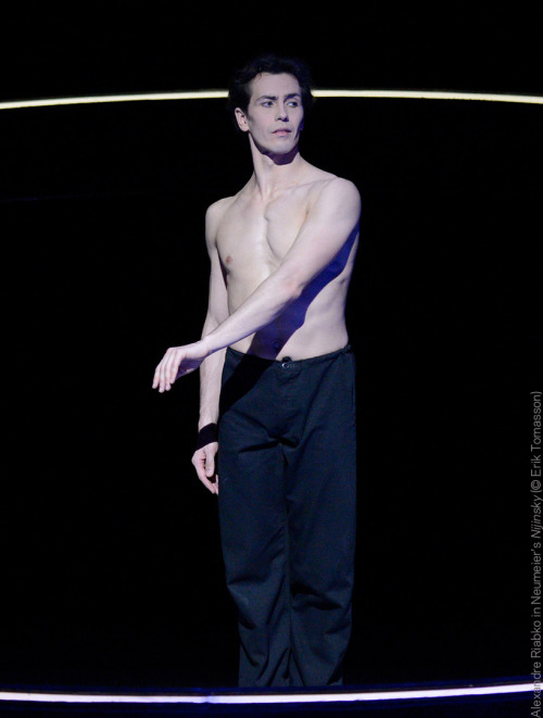 We can't believe it's Hamburg Ballet's last performance of Nijinsky tonight :(Tell us: who is your all-time dance icon from the past?