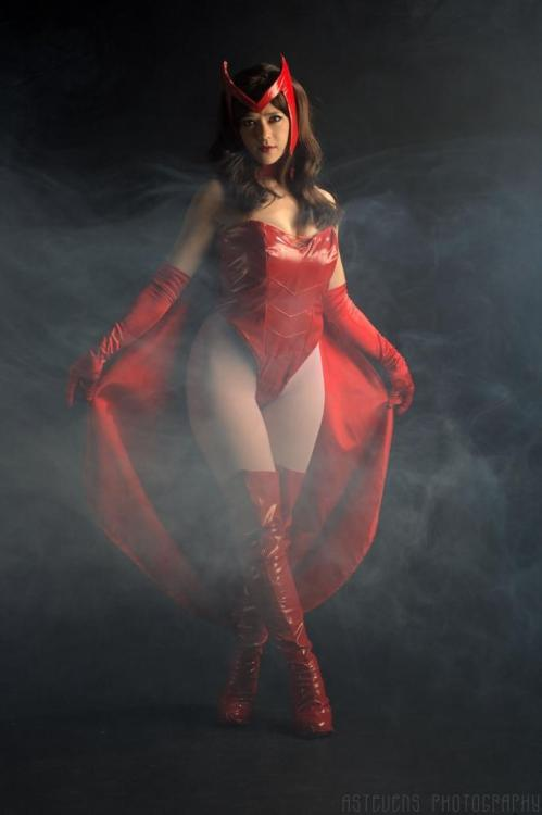 cosplay-paradise:  Scarlet Witch, Cosplayer: Holly Gloha Photo/Editing: A. Stevens Photographycosplayparadise.net