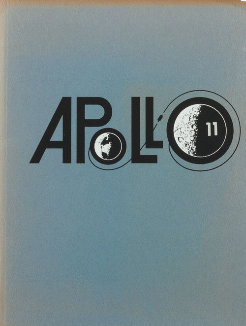 (vía Typeverything.com - Apollo 11 Cover From The US Space Program.)