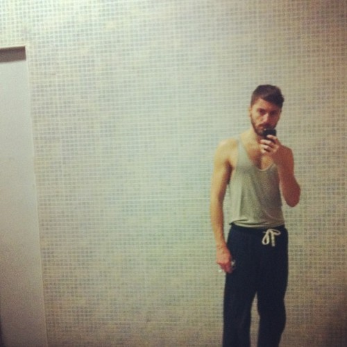 Love this mirror #gym #sportyoutfit #instasport #sport #guy #holydaygym #madrid and tomorrow #rome ! (en Holiday Gym)