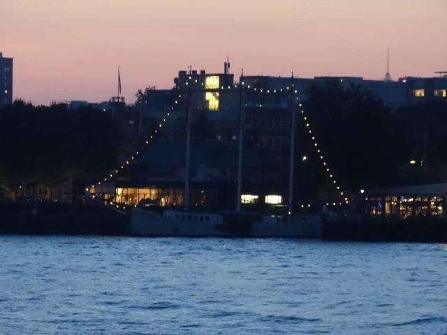 #parkhaven #Rotterdam #boat #boot #restaurant #dachtik  (bij Cruise Terminal Rotterdam) https://www.instagram.com/p/CT6ukTOohKd/?utm_medium=tumblr #parkhaven#rotterdam#boat#boot#restaurant#dachtik