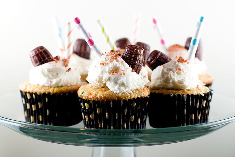 gastrogirl:  root beer float cupcakes.