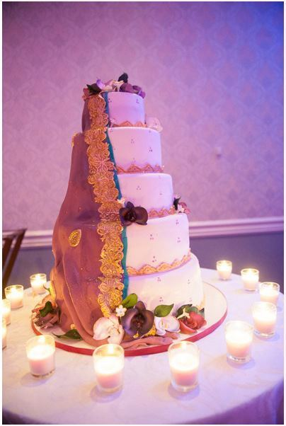 honathapyar:  This was the cake at my aunt's sister's wedding. The dupatta is a replica of the one the dulhan had.