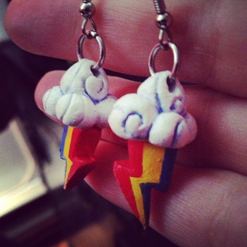 I made these Rainbow Dash earrings quite a while ago, but i only varnished them two days ago. They were for my best friend, and they are quite happy with their new owner :D It was my first time completing earrings (i made a bunch! I just never finished them heheh).
