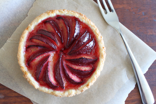 foodopia:  plum tart: recipe here