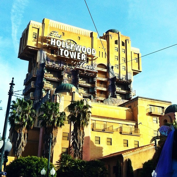 Ladies and gentlemen, welcome to the Hollywood Tower Hotel. #hollywood #hth #towerofterror #tot #hollywoodtowerhotel #ride #amusement #dca #disney #disneyland #disneylandcalifornia #californiaadventure #california #anaheim #hotel #elevator #scream #sky #perfect #fun  (at The Hollywood Tower Hotel)