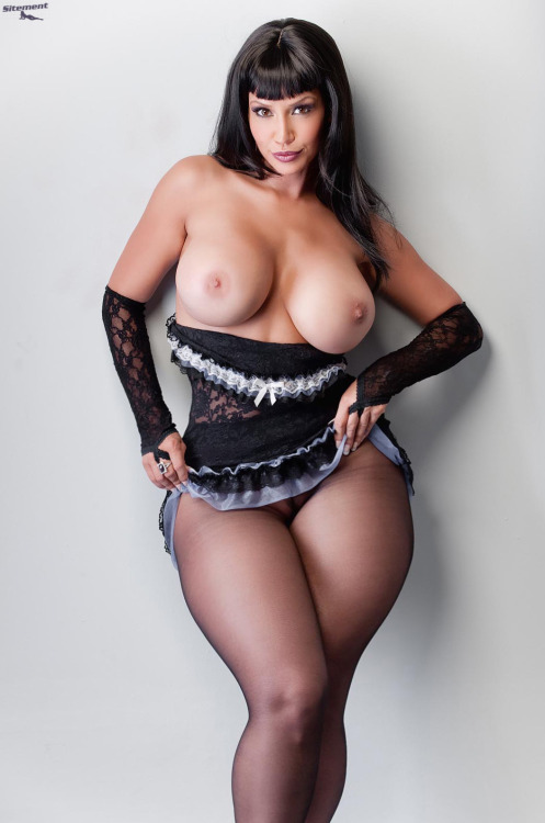 thewiderthehipsthedeeperthedip:  Love those sexy wide hips…http://thewiderthehipsthedeeperthedip.tumblr.com/  Yuuuuuuuuuuuuuuuuuuuuuup!
