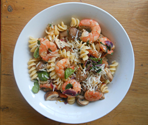 tea-woman:  iamnotover:  Lunch was a simple bowl of lemon garlic fusilli with sautéed prawns and mushrooms, garnished with basil and freshly grated Parmesan   JUST LOOK AT HOW BEAUTIFUL THIS IS, omg yum