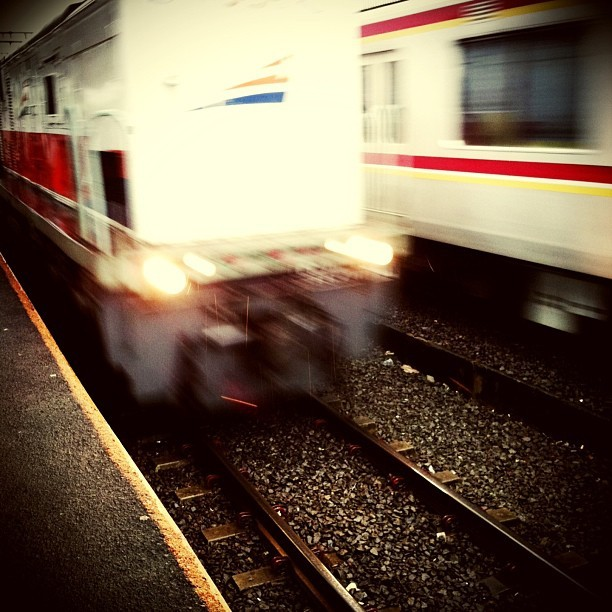 Catch the lines #iphonesia #train