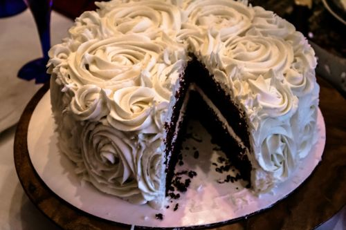 Dark chocolate cake with vanilla buttercream