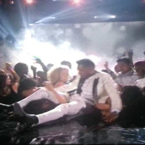 After. #miguel #billboard #awards #jump #fail