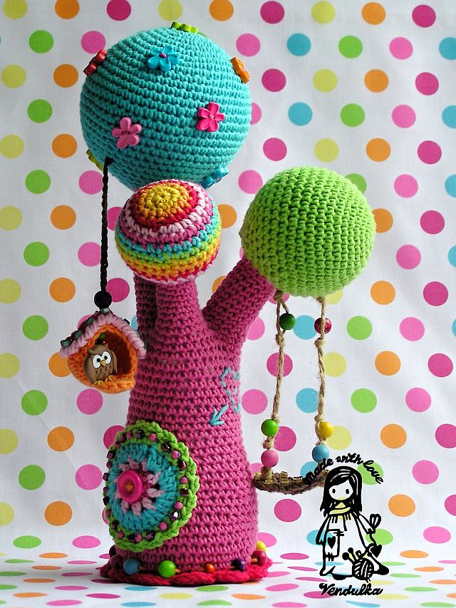 Colourful and quirky crochet tree made and shared by Vendula Maderska on Flickr.