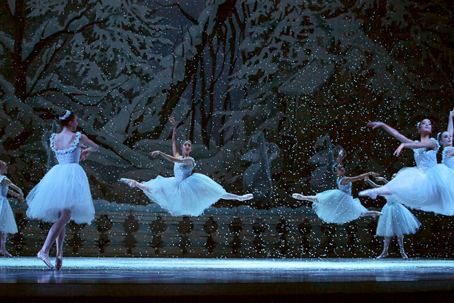 textbooksandtendus:  Pacific Northwest Ballet corps members in The Nutcracker Photo by KOMO 4 News