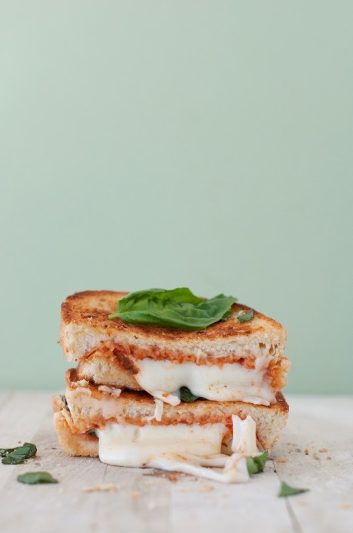 "foodfuckery:  ""The Margherita"" Pizza Grilled Cheese Recipe"