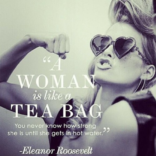 ☕ Enjoy your tea ladies! QUEEN B tea is made of 100% natural ingredients. It is a detox tea that helps rid the body of any unwanted toxins. It also aids in weight loss, increasing the metabolic rate and suppressing appetite. X