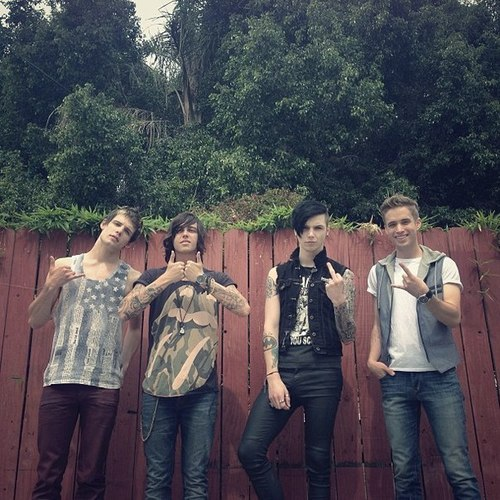 lifeisbetterwithalittlecolor:  bvblegion:  Devin, Kellin, Andy & Brian.   THESE BAND FRIENDSHIPS ARE KILLING ME.