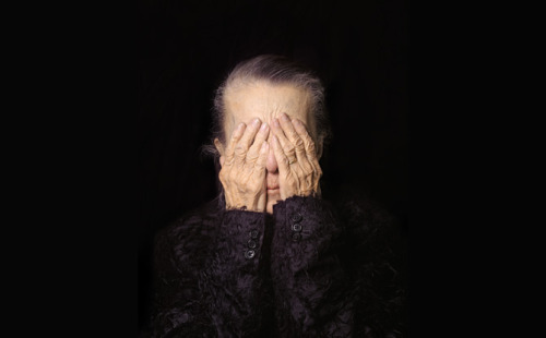 Louise Bourgeois by Michele Mattei, 2000.       Born in France in 1952, Michele Mattei's career began in journalism then evolved into photojournalism and later into fine arts photography. Since the beginning she has explored different ways of telling people's stories. While chronicling individuals who faced a range of civil and social hardships in South America in the 1970s, she became fascinated by the story of the individual and was drawn to the narrative power of images. Inspired by the photojournalists she worked with, Mattei took up the camera herself and has worked as a photographer since the late 1980s.      Click to read more on artdaily.org Image from Fabulous! Portraits by Michele Mattei, organized by the National Museum of Women in the Arts, Washington, D.C.Photograph © Michele Mattei
