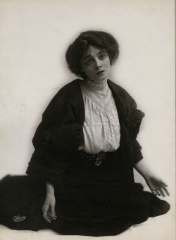 Miss Marie Doro, american stage actress. Sarony photostudio, early 1900s