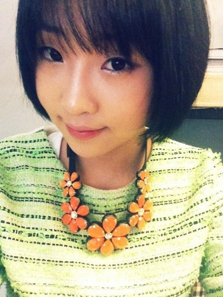 "[NEWS] 130520 Gong Minzy's flower necklace ""The hip hop amazon has disappeared, the lady spring came out""  Gong Minzy appeared beautiful wearing a flower necklace. Gong Minzy on May 19th posted an emotional message onto her Twitter saying, ""I like sweet Spring^^# They say that Spring becomes sweeter when music is played during rainfall.."" together with a selfcam. On the uploaded picture, Gong Minzy is seen wearing a flower necklace and flashing a light smile to the camera. She's wearing a yellowish green top and a matching light orange flower necklace, exuding a spring-like atmosphere. Gong Minzy's make up which is now more feminine and her smile are as expected, beautiful. Gong Minzy who onstage shows her very charismatic hip hop style, here shows us her reversible side. The Netizens who saw Minzy's flower necklace picture reacted: ""Gong Minzy's transformation into the spring lady wearing this necklace. Shalala"", ""Gong Minzy. Because of the flower necklace, the spring feeling is overflowing."",  ""Gong Minzy is so fresh. Is she really 2NE1′s charisma maknae? It's a reversal"",   ""Not everyone can wear this necklace… As expected she's a fashionista"", ""She's not different from the lady spring"", ""Her style became so feminine ~"", ""Lately her feminine beauty is exploding! Like rising water"", ""Now that she turned 20 y.o our Minzy changed (T/N: Meaning she is more feminine and ladylike)"", ""Gong Minzy's beauty is like rising water"", ""Her flower necklace is very cute. It suits her well."", ""Where can we buy such kind of necklaces ?"", ""I want to get a necklace matching summer too"", ""I want to see Gong Minzy back on stage"", ""She became prettier"", ""Summer like necklace"", ""Gong Minzy is now a respectable lady"". Source : Nate Star NewsTranslated by : pab0sarang@EROMAKNAE"