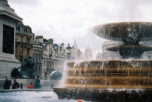 wayfaringlovers:  trafalgar square by bendisdonc on Flickr.