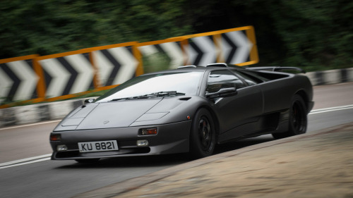 Back from hell Starring: Lamborghini Diablo SV (by Rupert Procter)