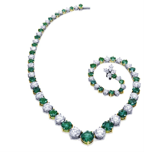 thejewelryvault:  The Incredibles Collection: Vintage Emerald Stone(s): Diamond, Emerald Source: Harry Winston