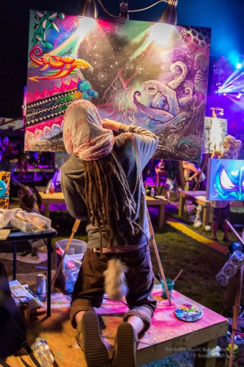 vibratingsounds:  I love this guy saw him painting on an 8th of mushrooms his art was literally coming alive(: