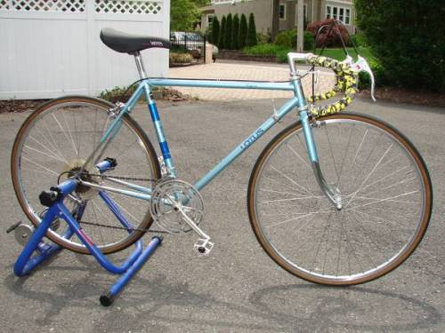 New Jersey is bustin' with Lotus bikes for sale. This early model Legend is on North Jersey's craigslist-seller is asking $250 and the trainer is NOT included. There are minor changes to an otherwise choice bike. Obviously (or not so obvious), the yellow/grey/black camo bar tape is a recent addition; as is the Vetta saddle and seat post. The detail pics prove it retains the Shimano 600 Arabesque drivetrain and braking components. This bike shines.