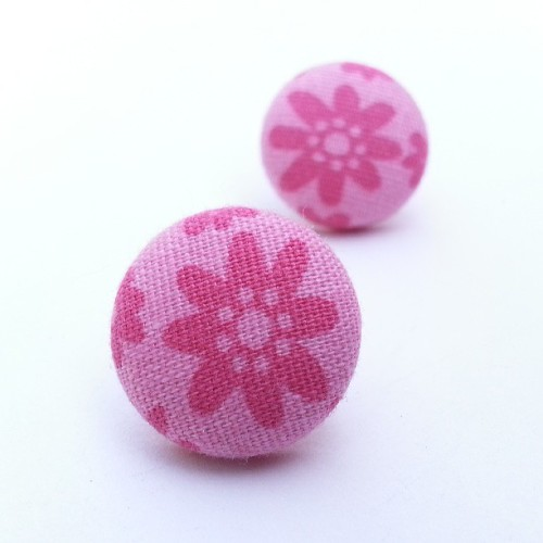 Available tomorrow! #cute #fabriccoveredbuttonearrings #buttonearrings #button #pink #pinkearrings #tfp #thefuzzypineapple #pinkflower #flowers #flowerjewelry #smallearrings #chic #fashionjewelry #fashion #minimalistjewelry #minimalist #pinkearrings #pinkjewelry #nature #naturejewelry #d.I.y. #diy #diyjewelry #handmade (at The Fuzzy Pineapple)