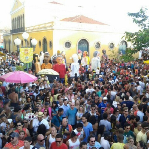 Multidão seguiu o desfile do Berbigão do Boca #pict #floripa #carnaval #party