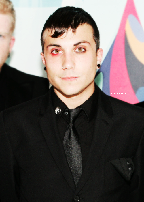 inkiero:  [8/15] pictures of Frank Iero