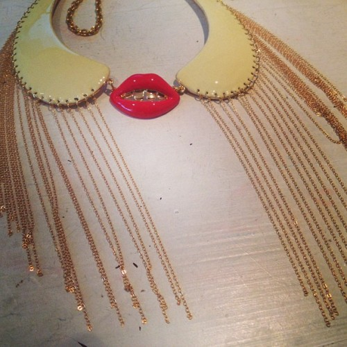 Collar fringed mouth love http://www.patricianicolas.com/kiss-fringed-collar-p-535.html ♥