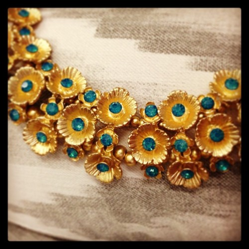 The #sendthetrend Floral Cluster Necklace is bold and in bloom! #floral #sttyle #trend 🌸 (at Send the Trend HQ)